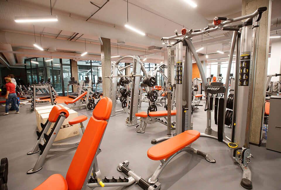 тренажеры в фитнес-клубе yestoday